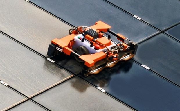 Solar_panel_robot.jpeg