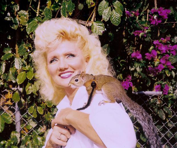 042_Kelly_Foxton_and_Sugar_Bush_Squirrel.jpg