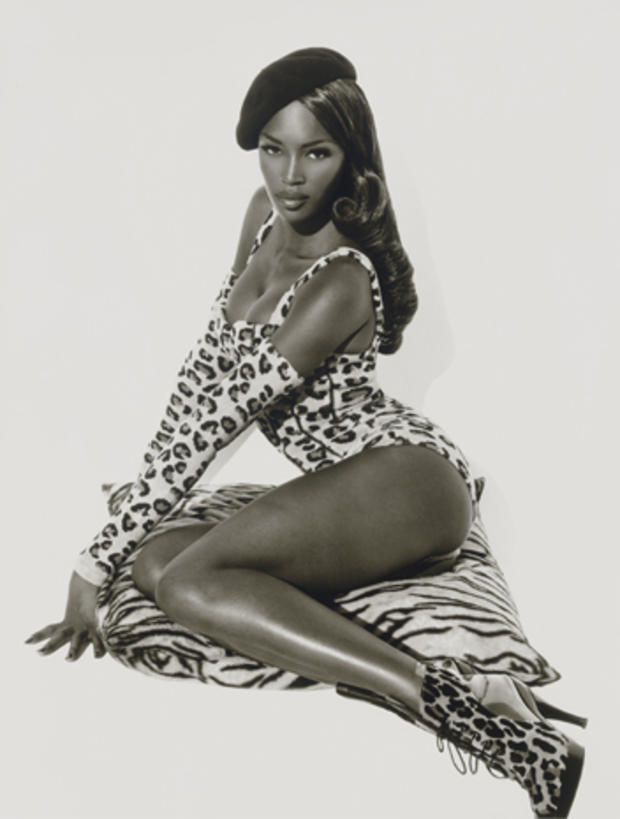 Herb_Ritts,_Naomi_Seated,_Hollywood,_1991.jpg