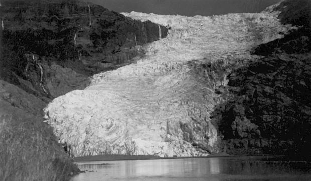 Glacier_Frias,_Monte_Tronado,_1942,_unknown_photog.jpg