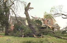 Texas tornado survivors sort through what's left