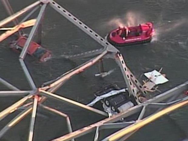 130523-Washington_bridge_collapse_3.jpg