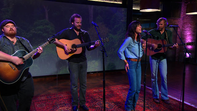 "Nicki Bluhm and The Gramblers sing ""Always Come Back"""