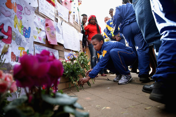 Vigils continue for ailing Mandela