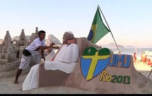 Brazilian artist makes Pope sand sculpture
