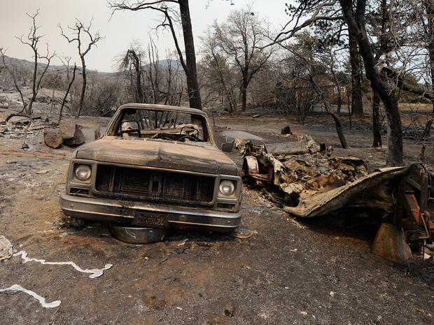 Thousands flee SoCal wildfire