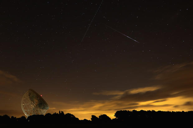 Perseid lights up sky
