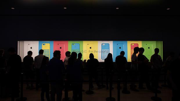 iPhone mania grips the globe