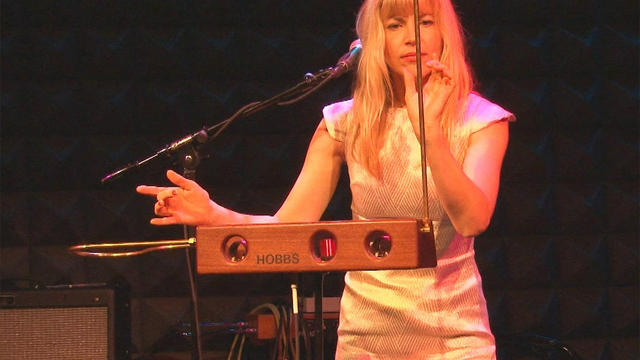 Theremin_performance_t.jpg