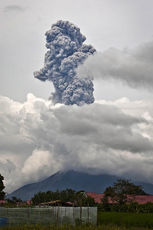 Volcano spews ash in Sumatra