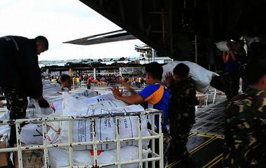 Typhoon Haiyan: Six days after disaster, inside fight for survival