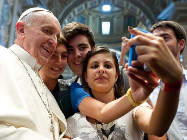 Pope_Francis_selfie_AP911069235871.jpg