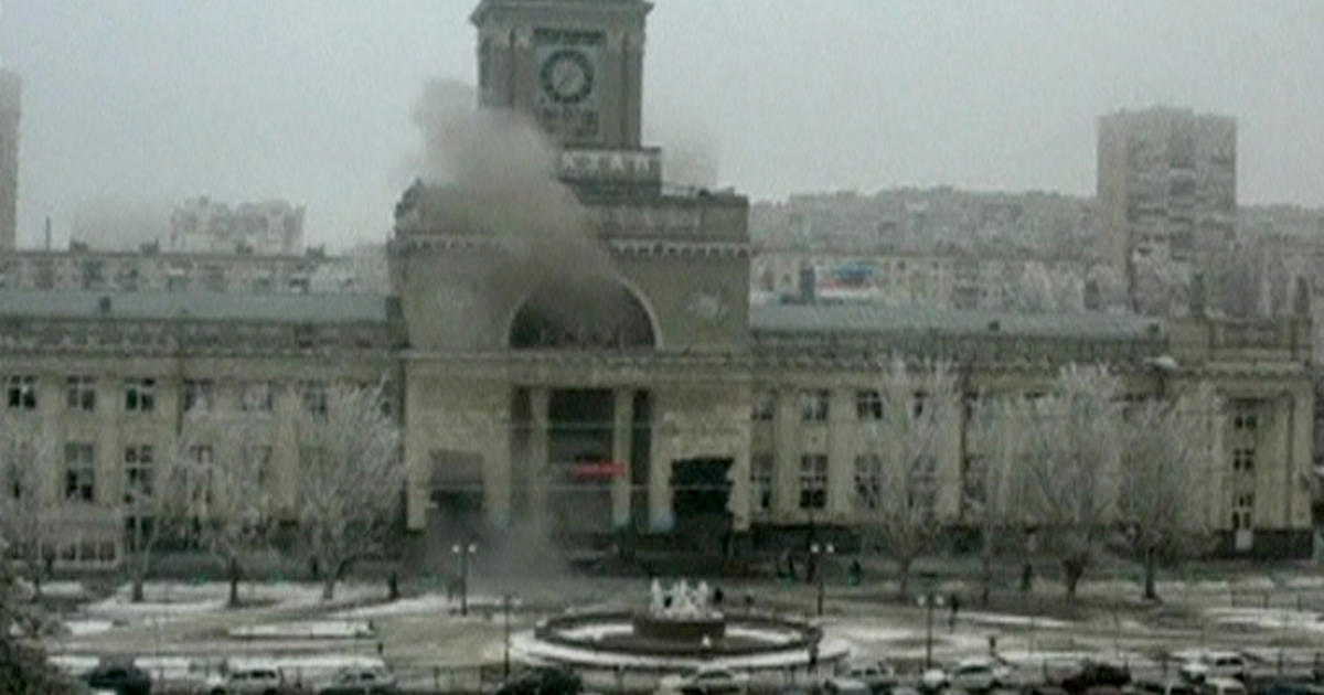 Suicide bomber kills several at train station in Russia