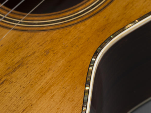 Guitars_detail_303-00071.jpg