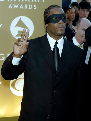 R  Kelly - 2004 - Grammy Awards fashion: Most outrageous