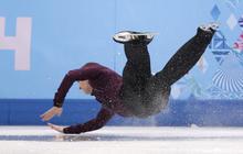 U.S. figure skating champion takes a hard fall