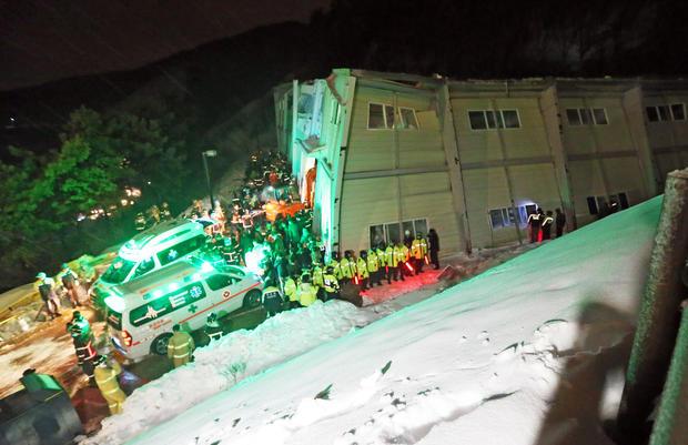 roof-collapse-ap992562307162.jpg