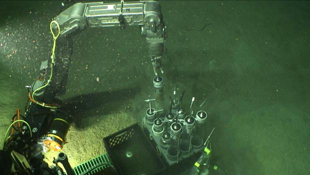 bp-oil-spill-gulf-floor.jpg