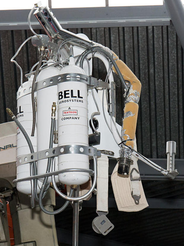 449px-jet-pack-thunderball-national-motor-museum-beaulieu.jpg
