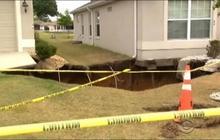 Sinkhole re-opens in Florida neighborhood