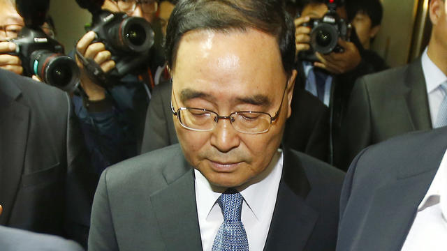 South Korean Prime Minister Chung Hong-won leaves after announcing his resignation