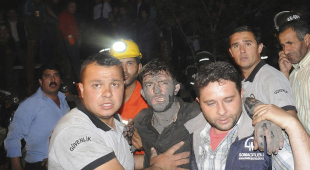 Explosion and fire in the coal mine in western Turkey