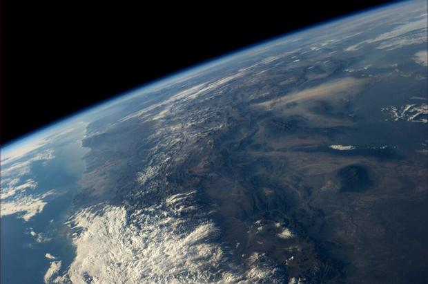 Astronaut tweets breathtaking photos from space