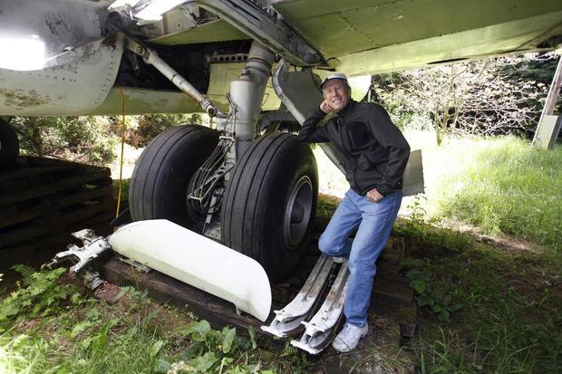 Man lives inside a Boeing jet