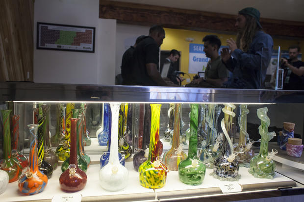 Recreational pot dispensaries open in Washington