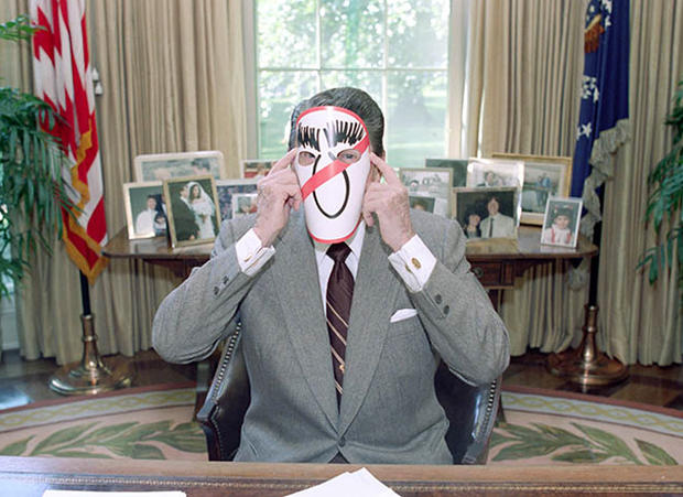 reagan oval office. Oval Office - Ronald Reagan\u0027s Index Cards Of One-liners Pictures CBS News Reagan E