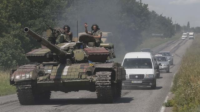 Ukrainian troops are pictured in front of cars in the eastern Ukrainian town of Konstantinovka