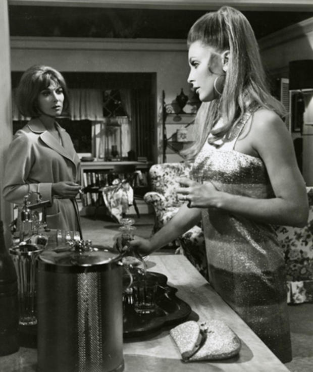 lee-grant-sharon-tate-valley-of-the-dolls.jpg