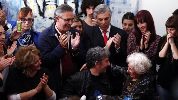 argentina-applause.jpg