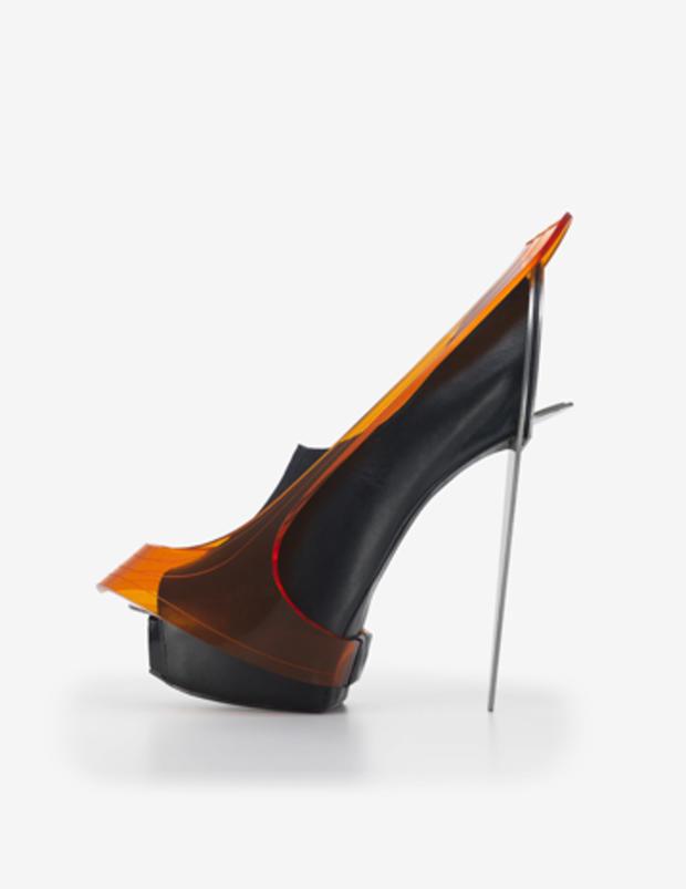 chau-har-lee-blade-heel-2010.jpg
