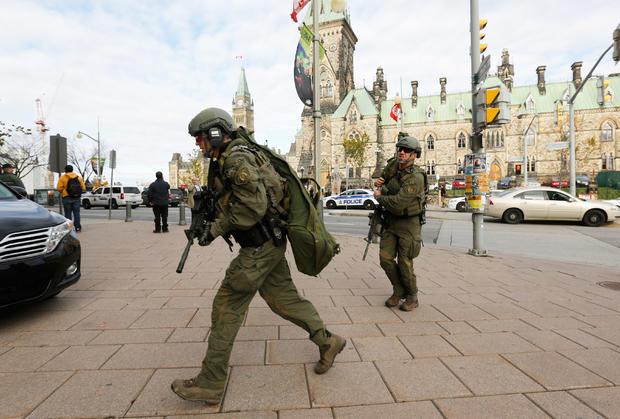 soldier-shot-at-canadian-war-memorialrtr4b6gn.jpg