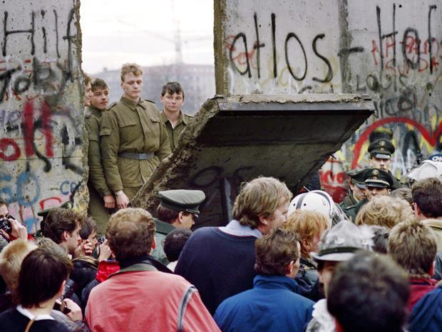 berlin-wall-nov-1989-promo-458167742.jpg