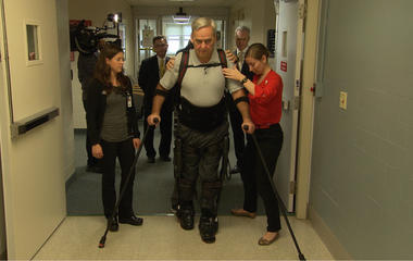 How the exoskeleton helps veterans walk again