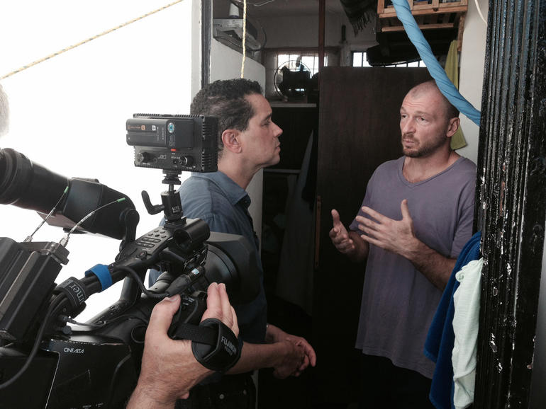 """48 Hours"" correspondent Troy Roberts interviews Bruce Beresford-Redman at Cancun's Benito Juarez Prison."