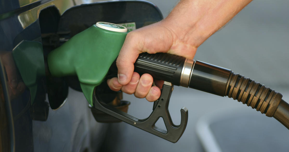 Why gas station owners love low oil prices - CBS News