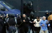 Watch: Hostages helped from Paris grocery store