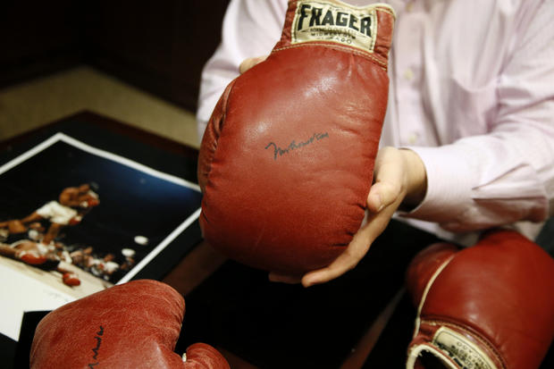 Ali, Liston gloves up for auction