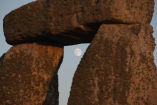 stonehenge-94075280.jpg