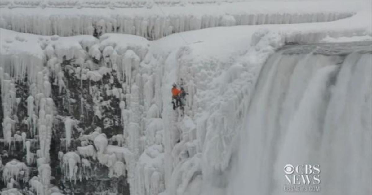 North Face Log >> Climber scales frozen Niagara Falls - Videos - CBS News