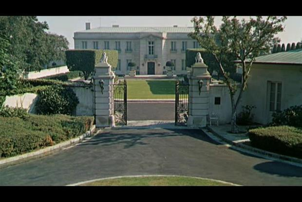 Modern family 9 real homes of fake tv stars cbs news for Modern house zillow