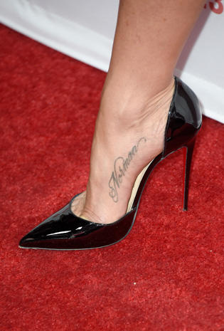 Jennifer Aniston Famous feet High heels on the red