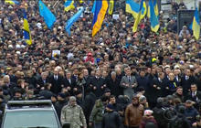 Deadly bombing hits peaceful rally in east Ukraine