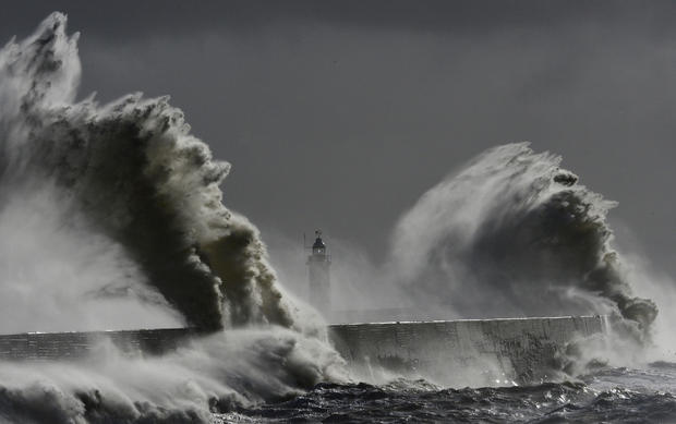 Giant waves around the world