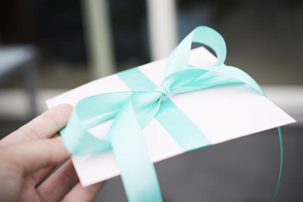 10 inspiring acts of generosity cbs news