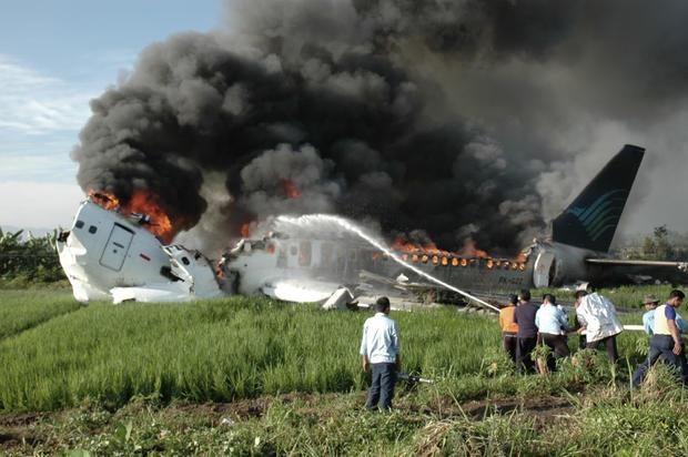 plane-crashes-reutersrtx4c1p.jpg