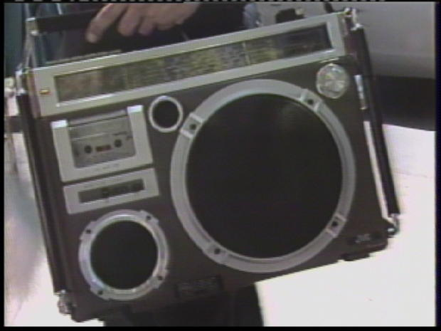 headphones-1981-hnc93-subframe3949.jpg